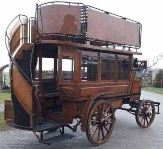 1939's bus.jpg