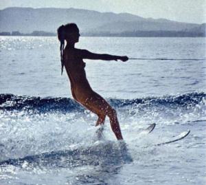 _nude-women-water-skiing.jpg